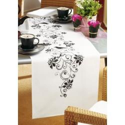 Vervaco | kit  Chemin de table  Chemin de table  Arabesques fleuries | Vervaco  0012995 | Broderie du monde