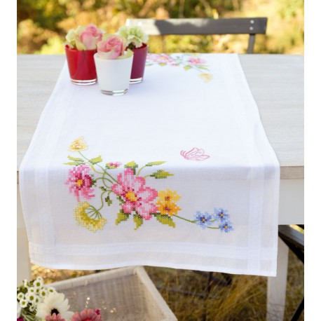 vervaco chemin de table broder fleurs printani res 0021821 boutique broderie du monde. Black Bedroom Furniture Sets. Home Design Ideas