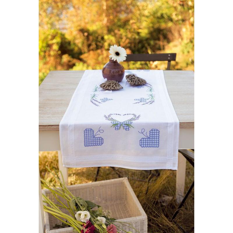 vervaco chemin de table broder brins de lavande avec papillons 0146889 boutique broderie. Black Bedroom Furniture Sets. Home Design Ideas