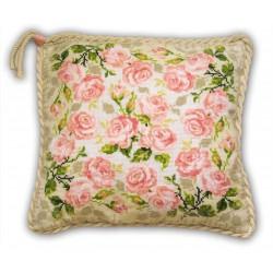 Riolis  kit Coussin roses | Riolis  720 | Broderie du monde