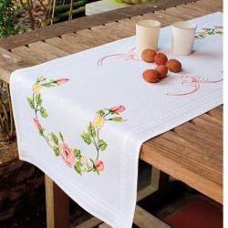 Vervaco | kit  Chemin de table imprimée  roses | Vervaco  0013242 | Broderie du monde